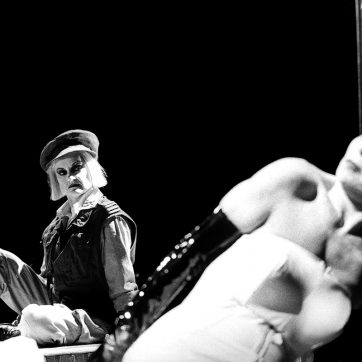 """Aleicia Byrnes-Harris und Hanna Schwarz (Elektra und Klytämnestra) in """"Elektra"""" (Richard Strauss), Theaterfotografie von 1996"""