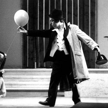 """Marek Gaszteki (Dr. Frank) in """"Die Fledermaus"""" (Johann Strauß), Theaterfotografie von 1996"""