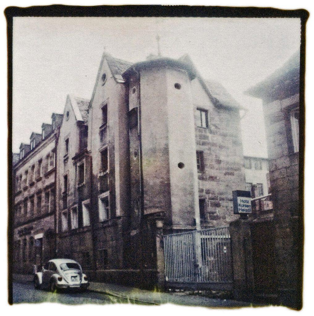 Lochner´sches Gartenhaus vor der Renovierung - abgelöstes Polaroid SX70