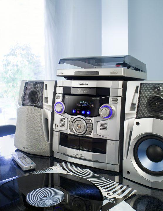 """Und noch eine häßliche Stereoanlage - man nennt sowas auch """"braune Ware"""""""