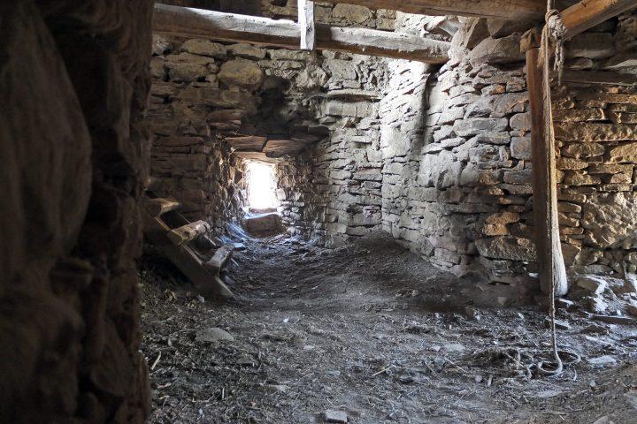 Im Glockenturm der befestigten Kirche