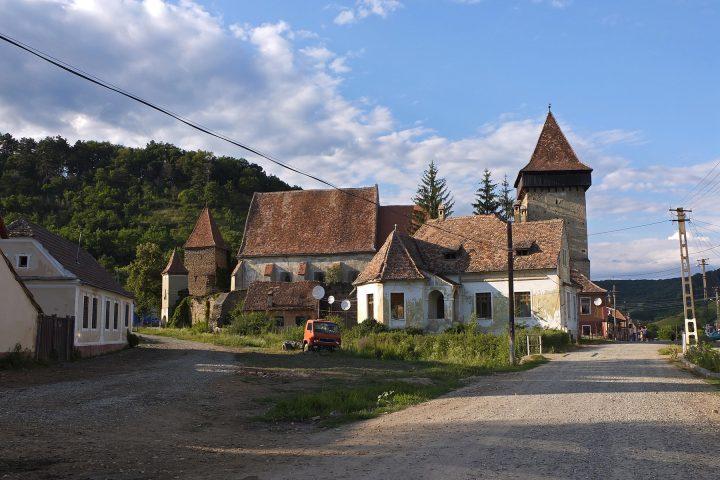Schon vier Jahre zuvor hatten wir sächsische Kirchenburgen in Siebenbürgen besucht. Diese hier steht in Waldhütten / Valchid.