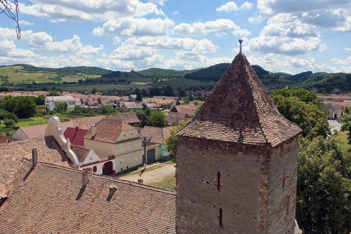 Blick von der Kirchenburg Richtung Birthälm.