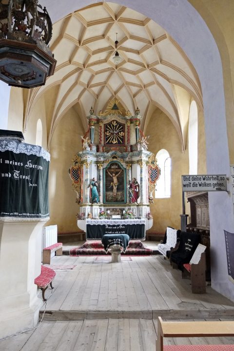 Kircheninnenraum in Wurmloch