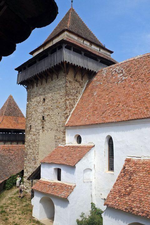 Deutsch-Weißkirsch wurde im 12. Jahrhundert gegründet. Die Wehranlagen stammen aus dem 14. Jahrhundert. Wie viele Kirchenburgen, wurde auch die von Weißkirch nie eingenommen,