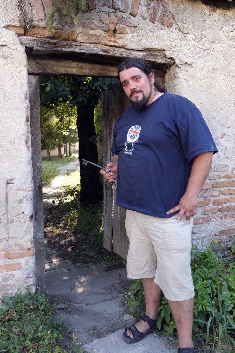…Peter Szombati wohnt mit seiner Familie im Pfarrhaus...