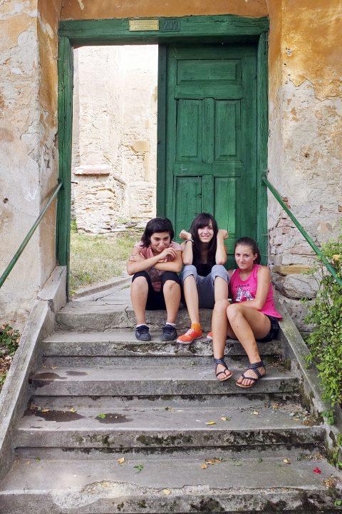 …sagen die Kinder am Eingang zur Burg.