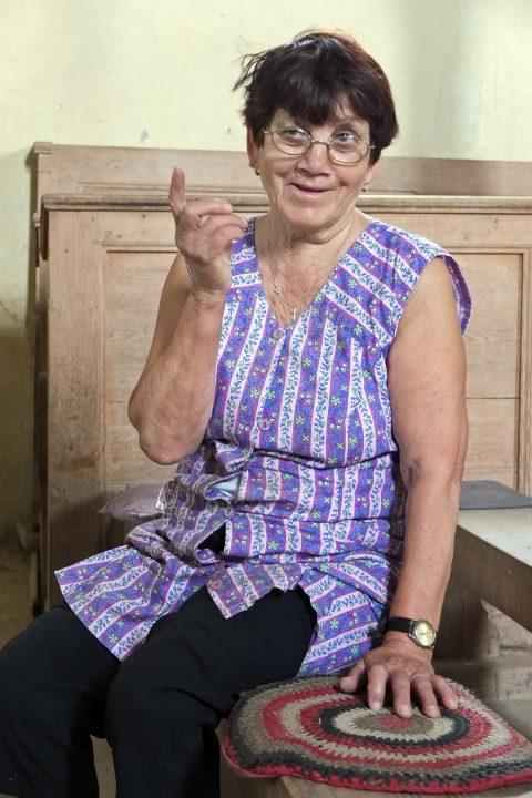 Frau Gärtner ist die Witwe zweier Sachsen. Sie meint, es wohnen noch 8 Sachsen in Nimesch.