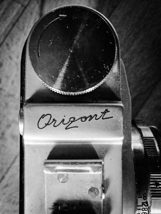 Orizont, Detail, Schriftzug