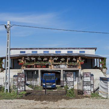Autowerkstatt oder vielmehr Autohaus südlich von Oradea