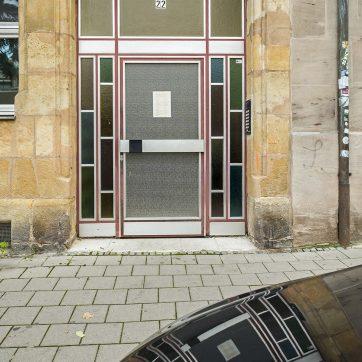 ... nebenan wurde in den 60ern der Eingang erneuert.