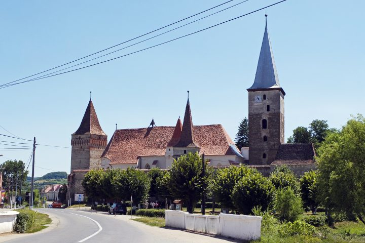 Eine mächtige Burg steht in Meschen / Mosna. Im Ort leben noch sieben Sachsen.