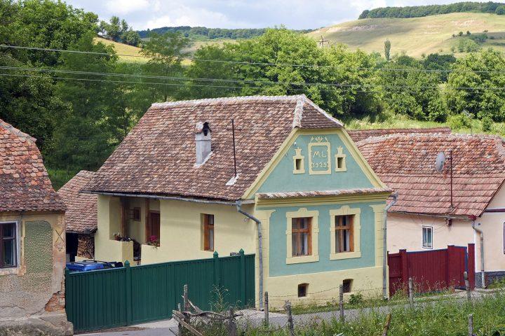 Angekommen in Siebenbürgen wohnen wir in einem Kleinbauernhaus in Reußdorf / Cund zwischen Schäßburg und Mediasch. Ein Österreicher hat das Häuschen nett renoviert. So wohnt man westlichen Standards entsprechend komfortabel zwischen Kleinbauern und Roma.