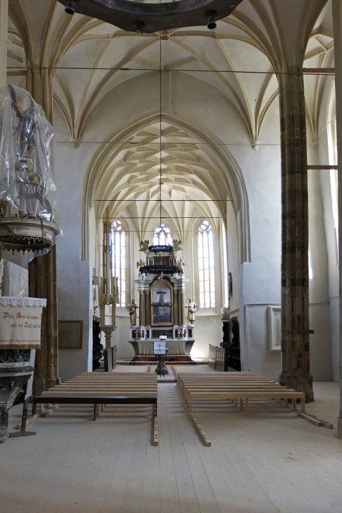 In der Kirche wird gerade renoviert und restauriert. (Ist schon fertig und sehr gut geworden)