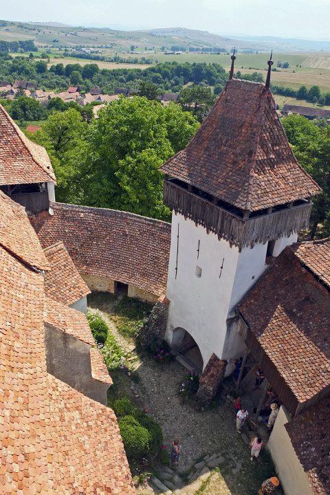Im Vergleich zu den meisten anderen Burgen herrscht hier schon ziemlich reges Touristentreiben.