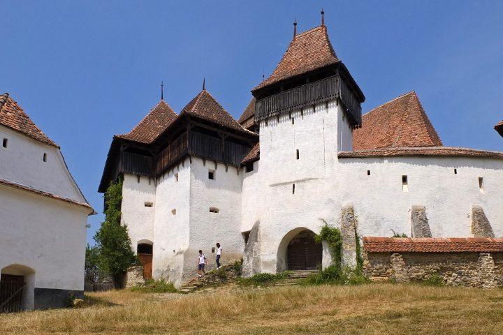 Prinz Charles (wenn es nach der Bevölkerung ginge, der nächste König von Rumänien :-)) ist es zu verdanken, dass die Burg in derart gutem Zustand ist.