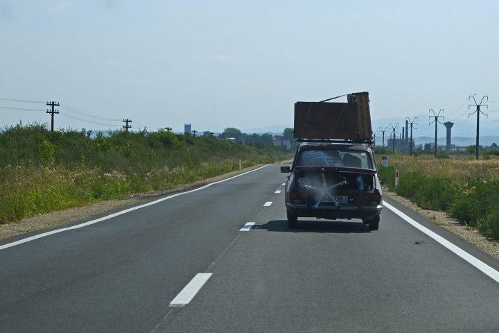 Wir reisen stilecht im Dacia über Temeswar / Timisoara an. Unseres ist nicht ganz so bepackt (und inzwischen auch nicht mehr unseres).