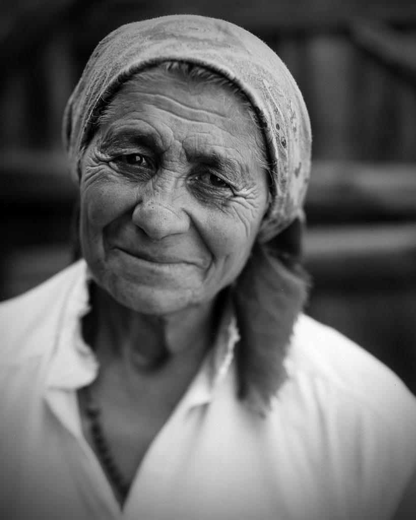 Bei einem klassischen Portrait stellt man auf die Augen scharf (hier wurde der Effekt durch verschwenken der Objektivstandarte einer Laufbodenkamera noch verstärkt)
