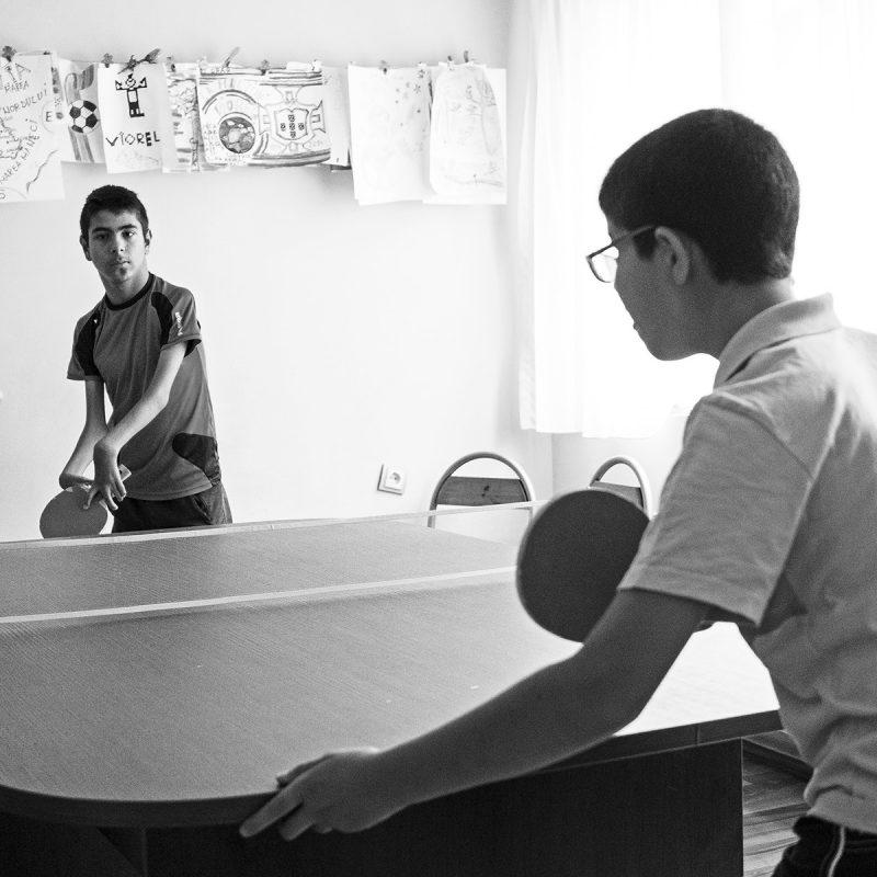 Viorel und Andrei spielen Tischtennis