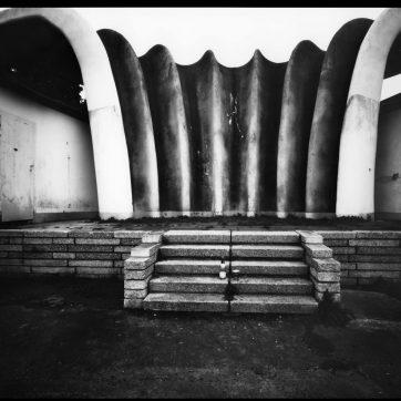 Sassnitz, Orchesterpavillon von Ulrich Müther (den Schieber nicht ganz aus der Kassette gezogen)