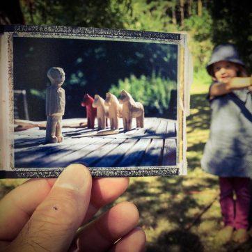 So ein Besuch bei Michel, bzw. Emil Svenson in Lönneberga wirft natürlich viele Fragen auf - z.B., ob es denn tatsächlich möglich sein sollte, Männchen aus Holz zu schnitzen (fragt sich Jolante)...