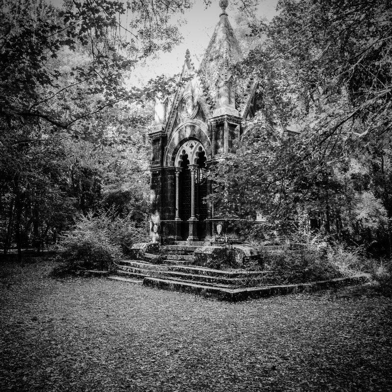 Bosco del Sasseto, il mausoleo del Marchese Cahen