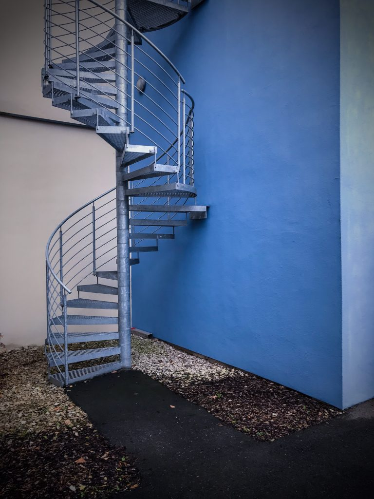 Uferstadt-Treppenblau