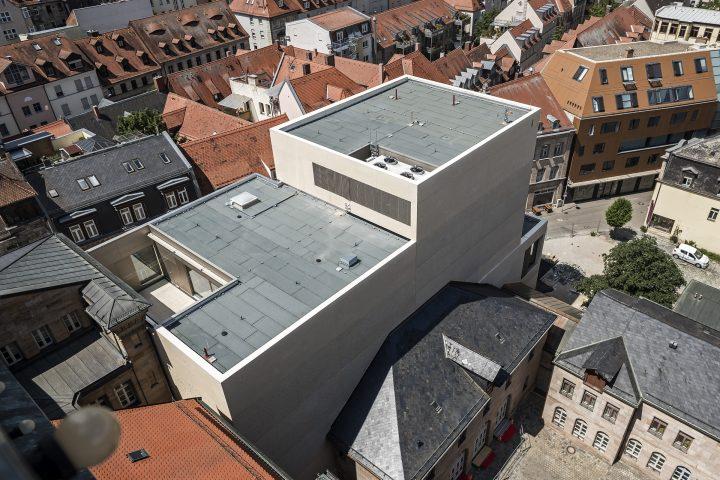 Blick vom Rathausturm nach unten - also so gefällt mir das Teil bis jetzt am besten (vermutlich ist das auch die Perspektive, die man hat, wenn man sich so ein Architekturmodell anschaut...)