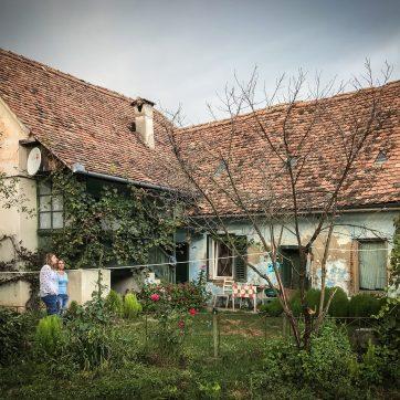 Hofansicht: Wohnhaus mit Sommerküche