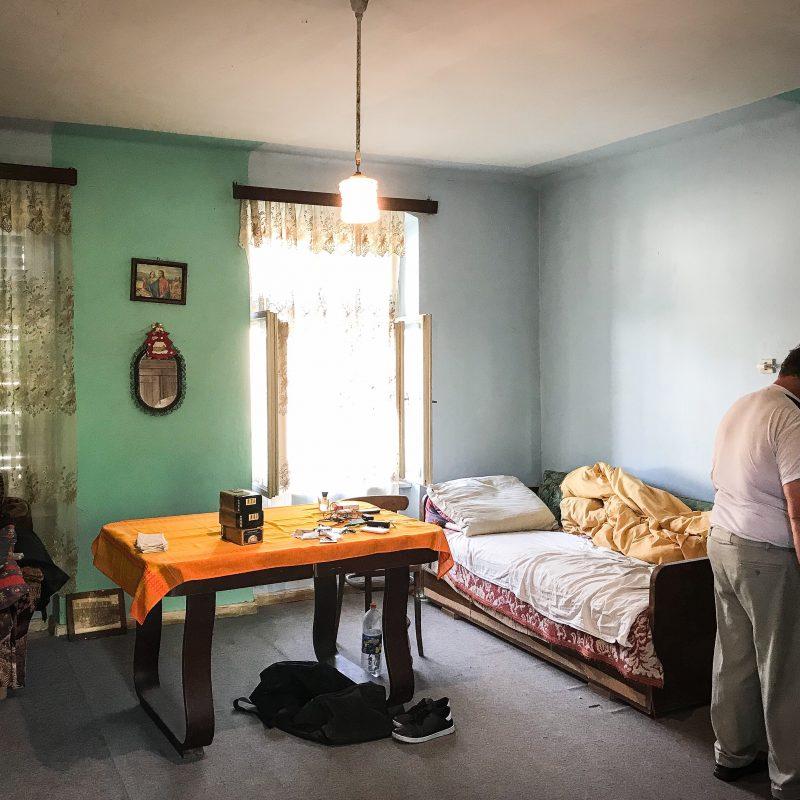 Wohnraum (der Besitzer schläft offensichtlich hier)