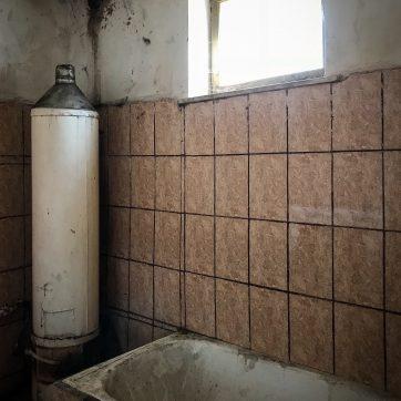 der klägliche Versuch, hinter der Sommerküche ein Bad einzubauen...