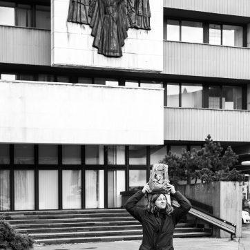 Seltsames Hobby - Frau bereist die Staaten des ehemaligen Warschauer Pakts und stellt sozialistische Wandreliefs nach