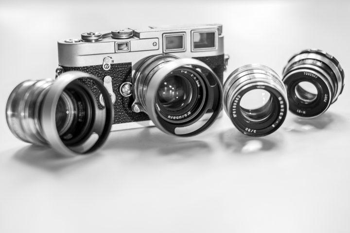 Jupiter-3 (1956), Leica M3 (1965) mit Jupiter-8 (1957), noch ein Jupiter-8 (1961) und ein Industar 61N (1972)