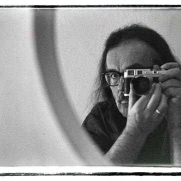 Fotograf und Kamera sind gleich alt, das Objektiv von 1956