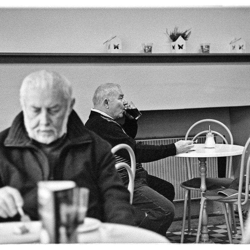 Opas im Oma-Café