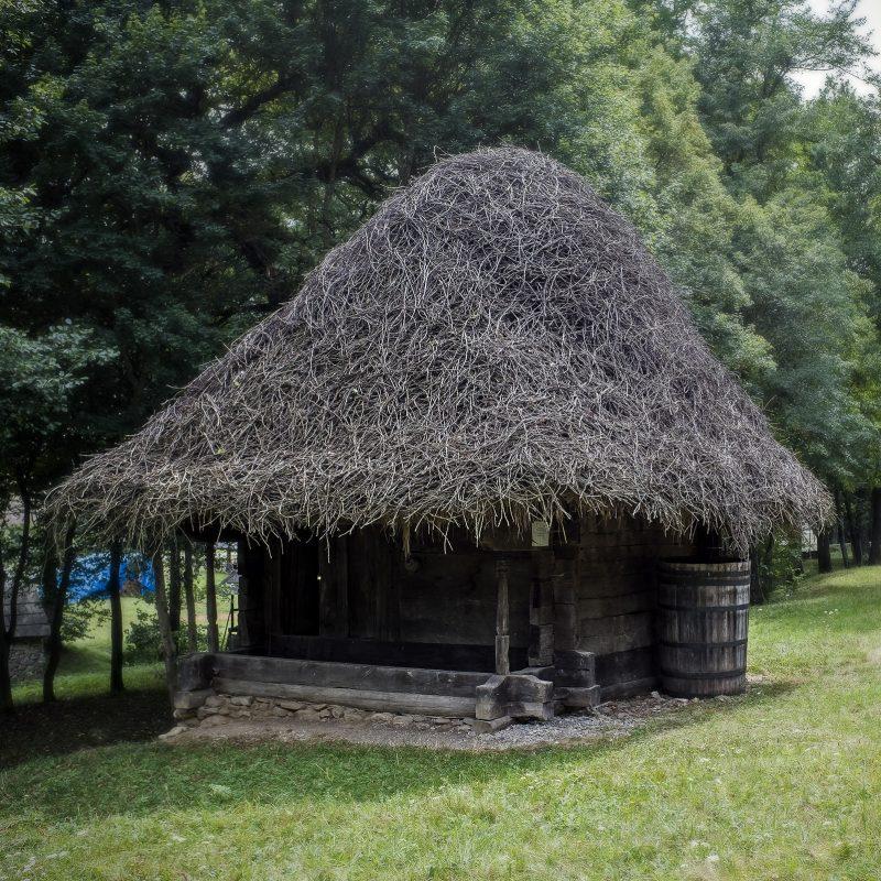 Dach aus Zweigen