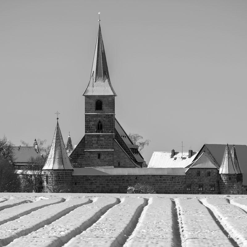Kraftshof (Kirchenburgen gibt es auch in Franken - evangelische sogar)