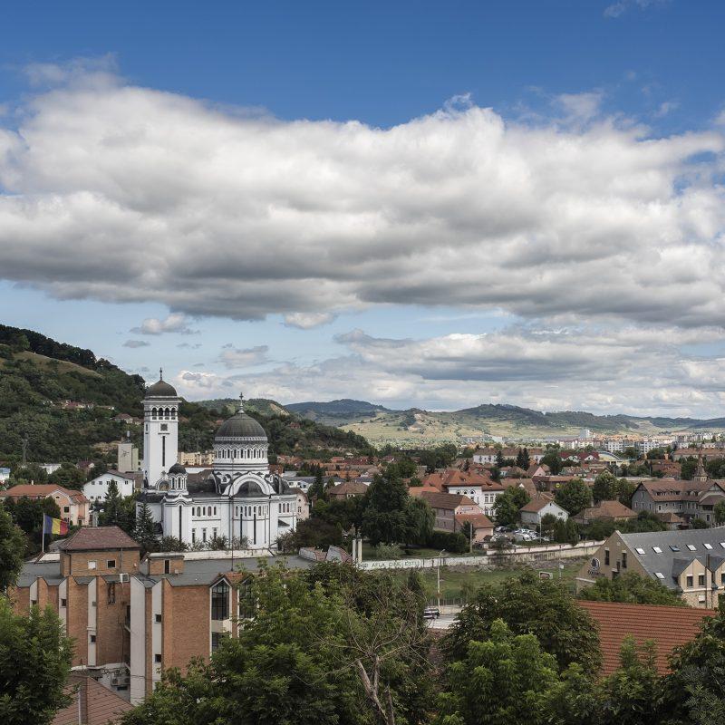 Blick nach Nordosten mit orthodoxer Kirche